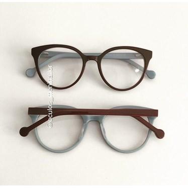 Armação de óculos de grau - Fada 2.0 - Marrom fundo azul