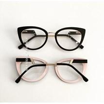 Armação de óculos de grau - Manie Marrie - Preto fundo rosa