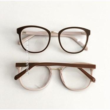 Armação de óculos de grau - Megan - Marrom fundo bege