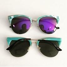 71d17a372 Menina Flor. Produto Indisponível. Óculos de sol - Madri - Roxo espelhado  ...